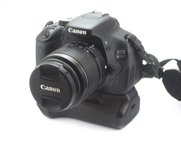 Canon EOS 600D + 18-55mm EF-S III + BG-E8