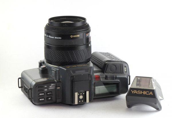 Yashica 230 AF + 35-70mm f/3.5-4.5 + Blic