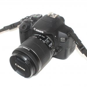 Canon EOS 700D + 18-55mm f/3,5-5,6 IS STM