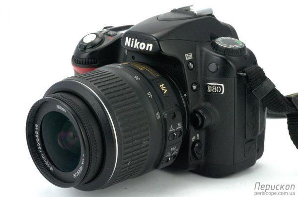 Nikon D80 + 18-55mm f/3.5-5.6 punjač, baterija